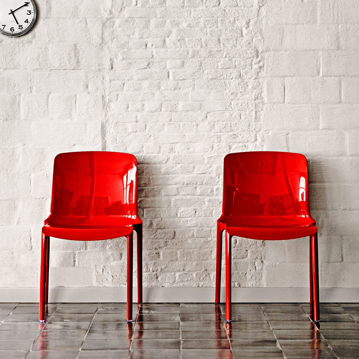 Ghent_interior-red_chairs