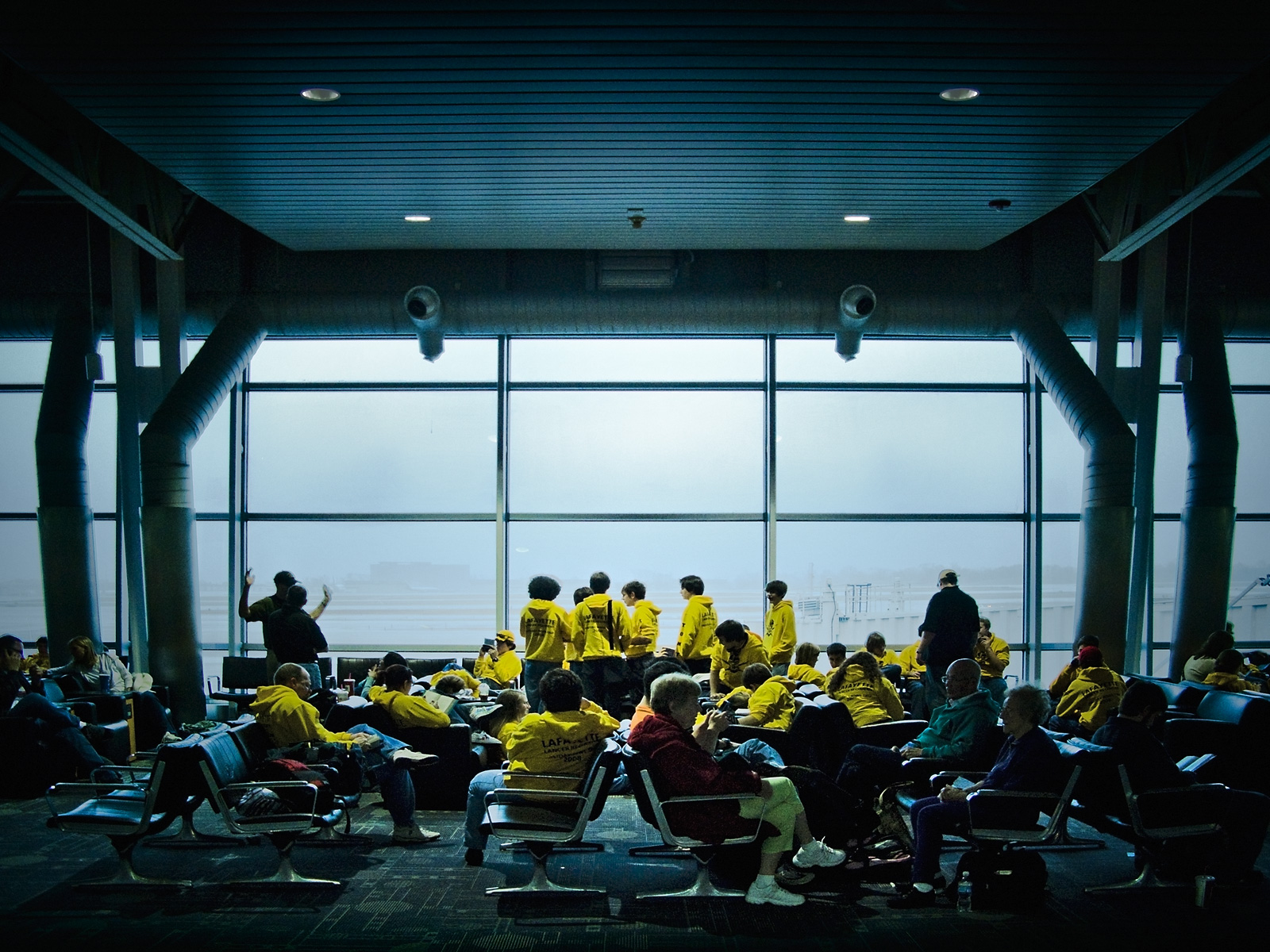 airport_delay_with_team_in_yellow