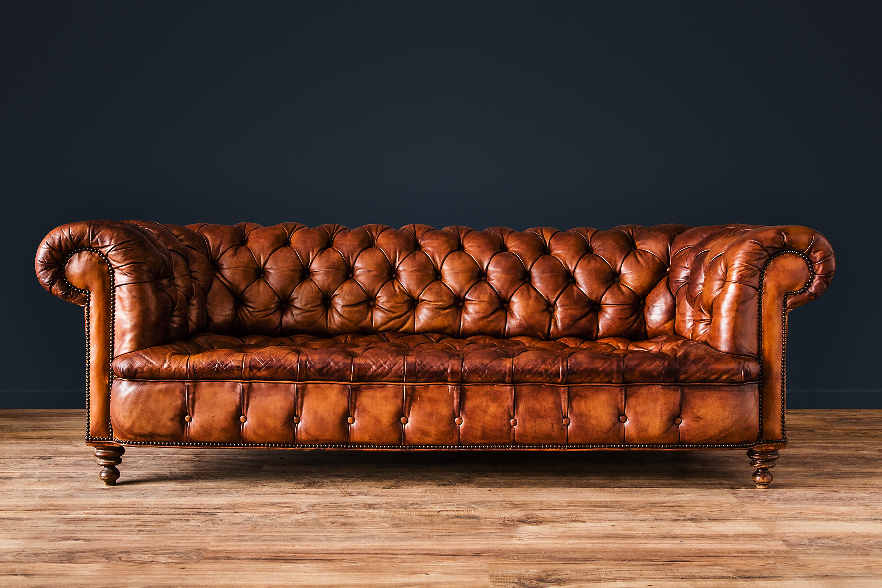 williams_antiks_2015-12-17_WA24-43_CHESTERFIELDSALONCOUCH_R-v01-williams-antiks-leather-french-club-chair-v01