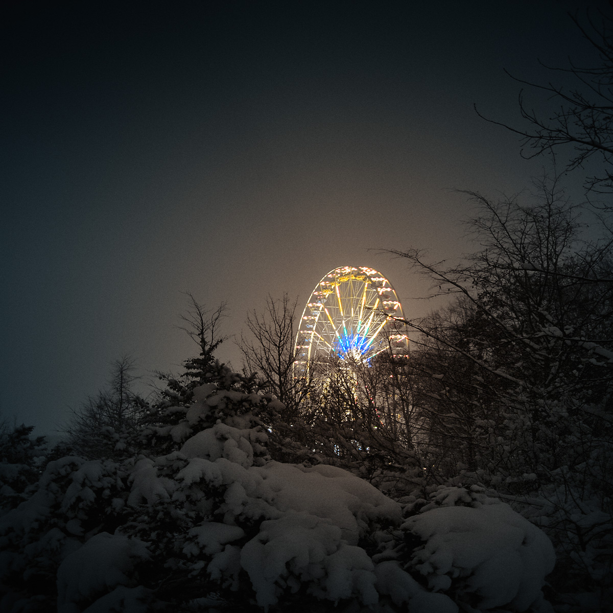 wonderland_ferris_wheel_in_snow_in_Berlin